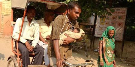 Tukang Becak dan Bayi Perempuannya